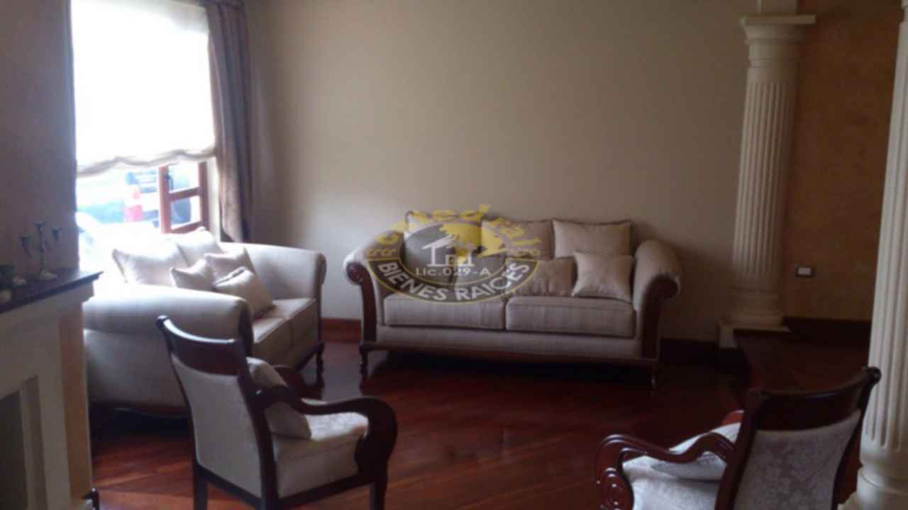 House for Sale in Cuenca Ecuador sector Roma Ave.