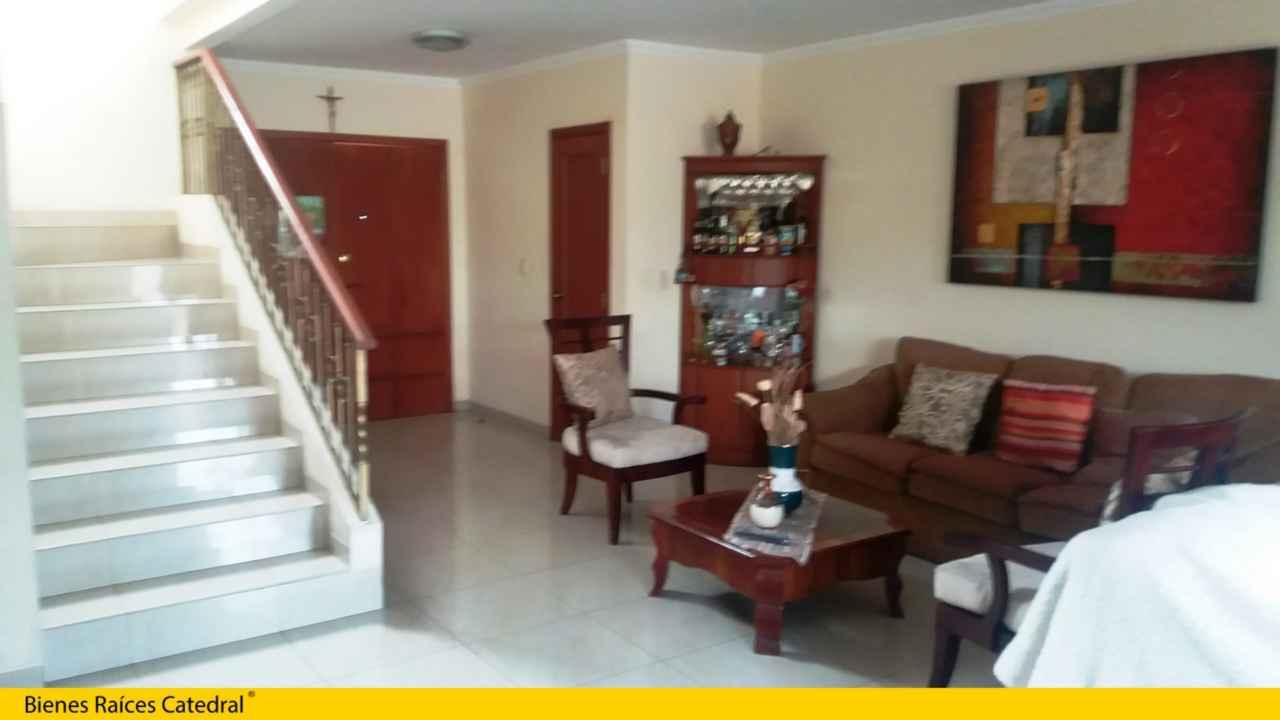 Casa de venta en guayaquil sector samborondon urb boreal for Villa bonita mucho lote